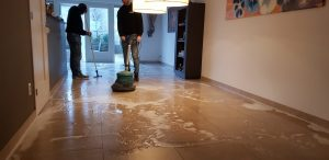 werkwijze tegelvloer schoonmaken