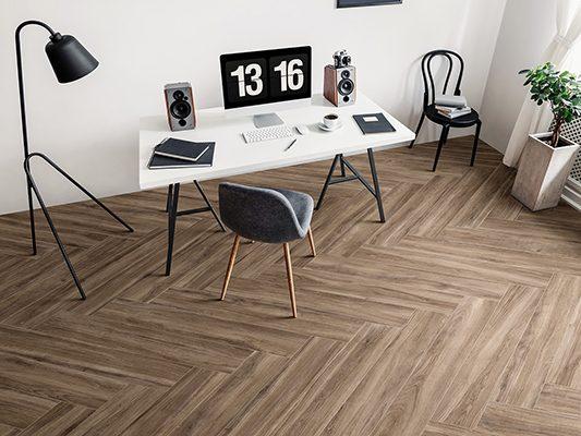 visgraat houtlooktegel woonkamer vloertegel